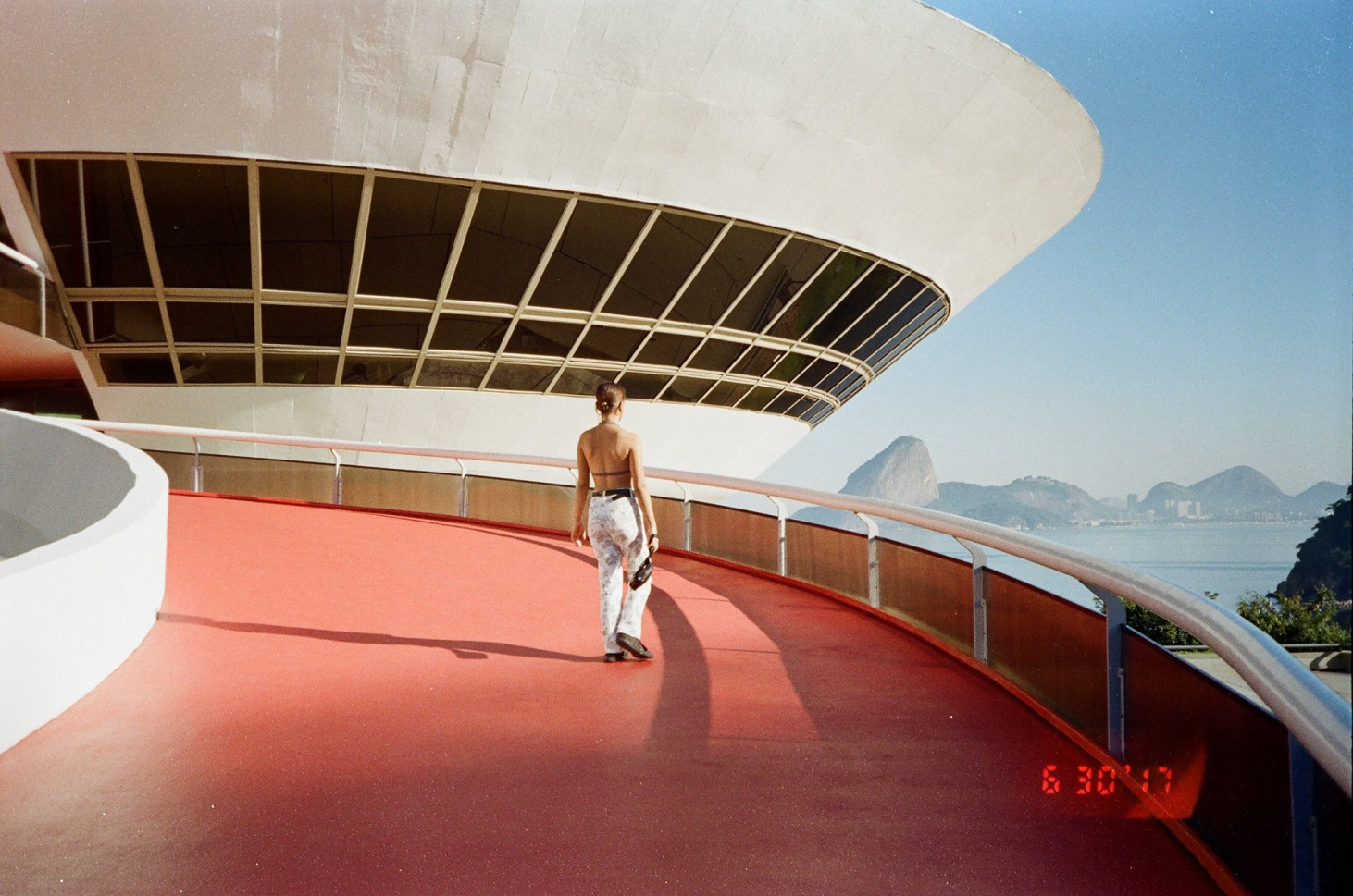 Photo by Douglas Barros, set in the Museum of Contemporary Art (MAC), iconic architecture by Oscar Niemeyer, in Niterói, Brazil