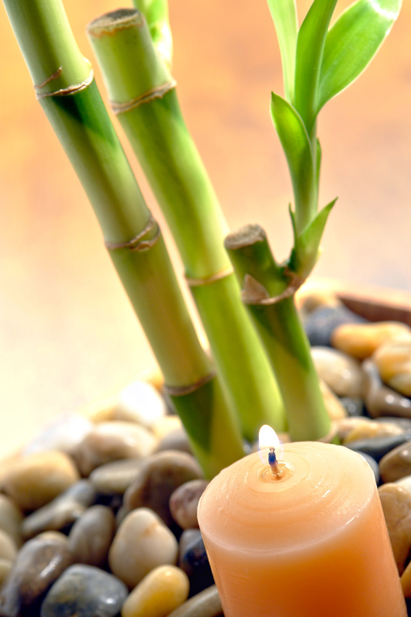 Candle and bamboo for a zen dental expirence