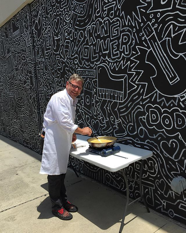 Making scrambled eggs on site during #essencefestival2019 in front of this amazing mural @nojazzmarket gave me inspiration for my new trays. Scroll ➡️ to check them out.