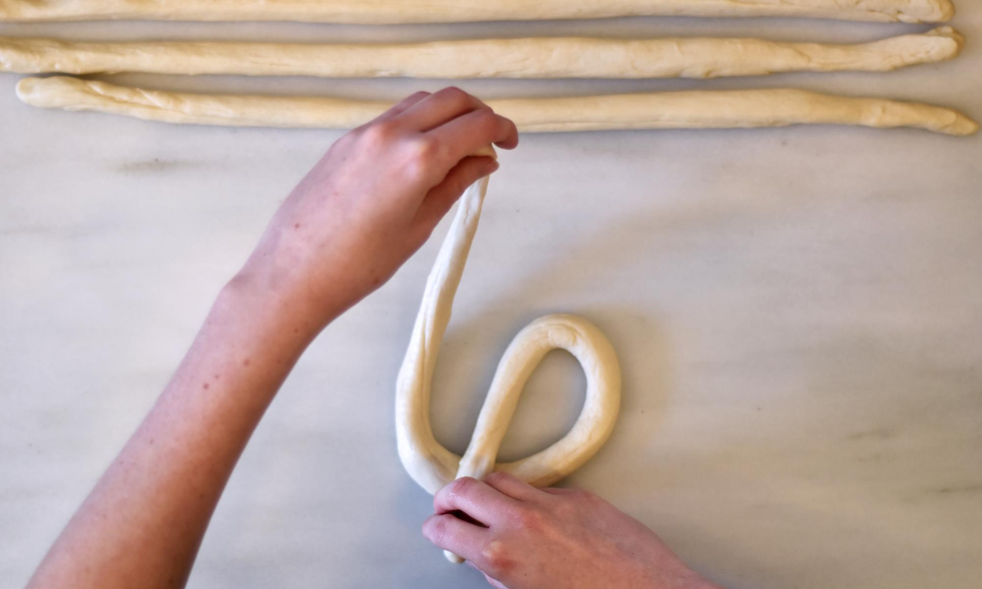 Corss the pretzel dough_v01.png