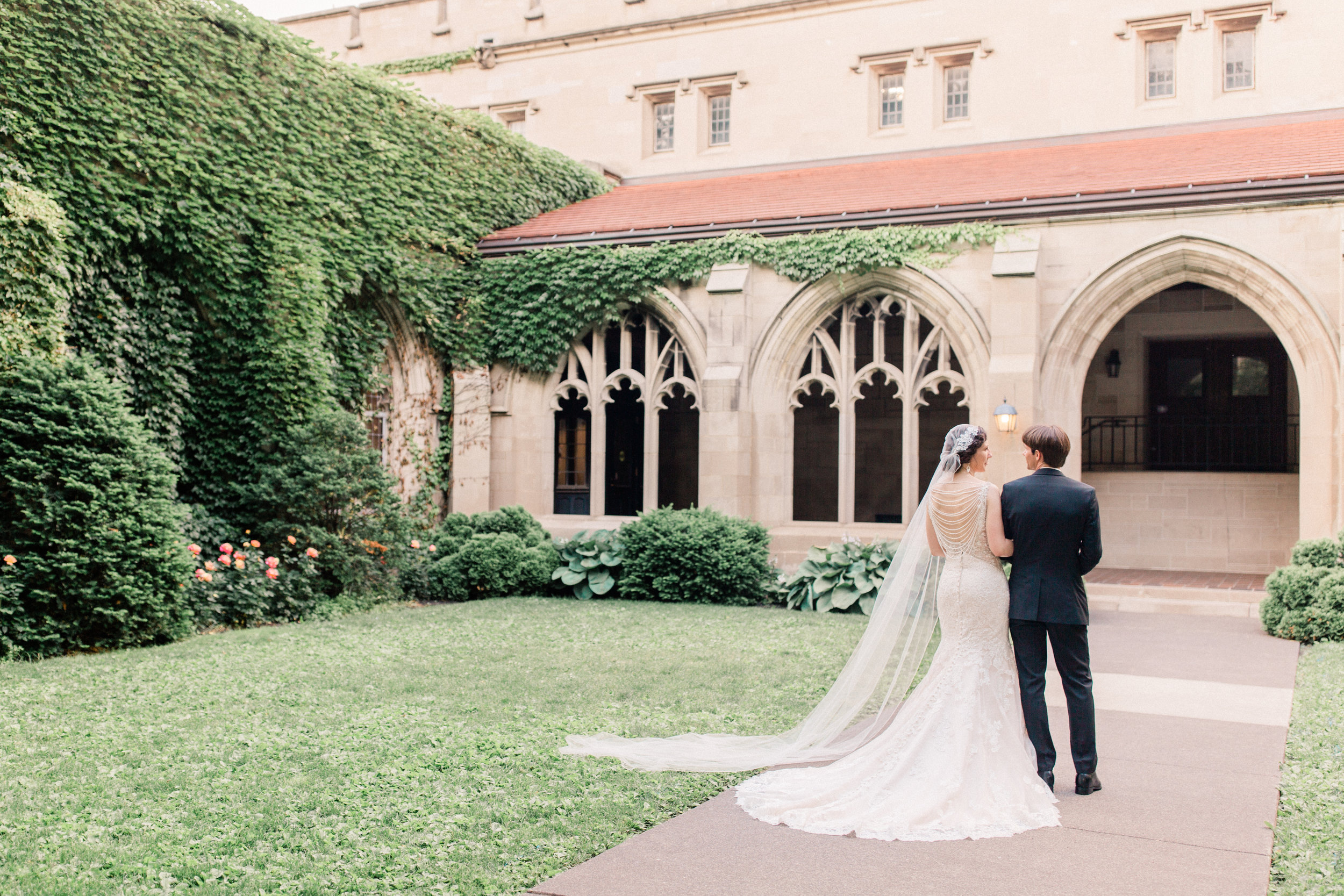 Dorothy_Louise_Photography_University_of_Chicago_Chapel_Wedding-80.jpg