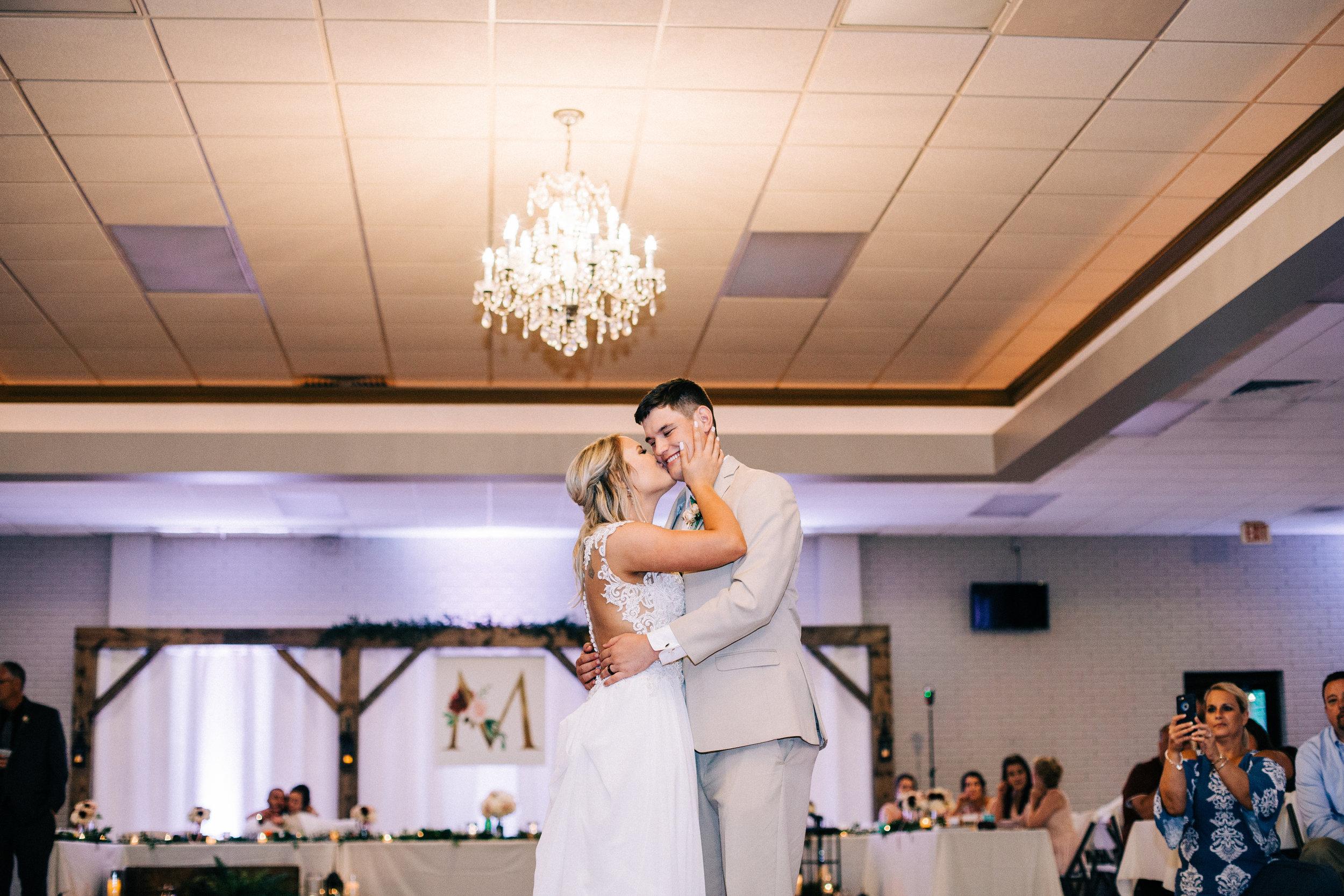 Dorothy_Louise_Photography_Marissa_Jake_Wentzville_MO_Wedding-178.jpg