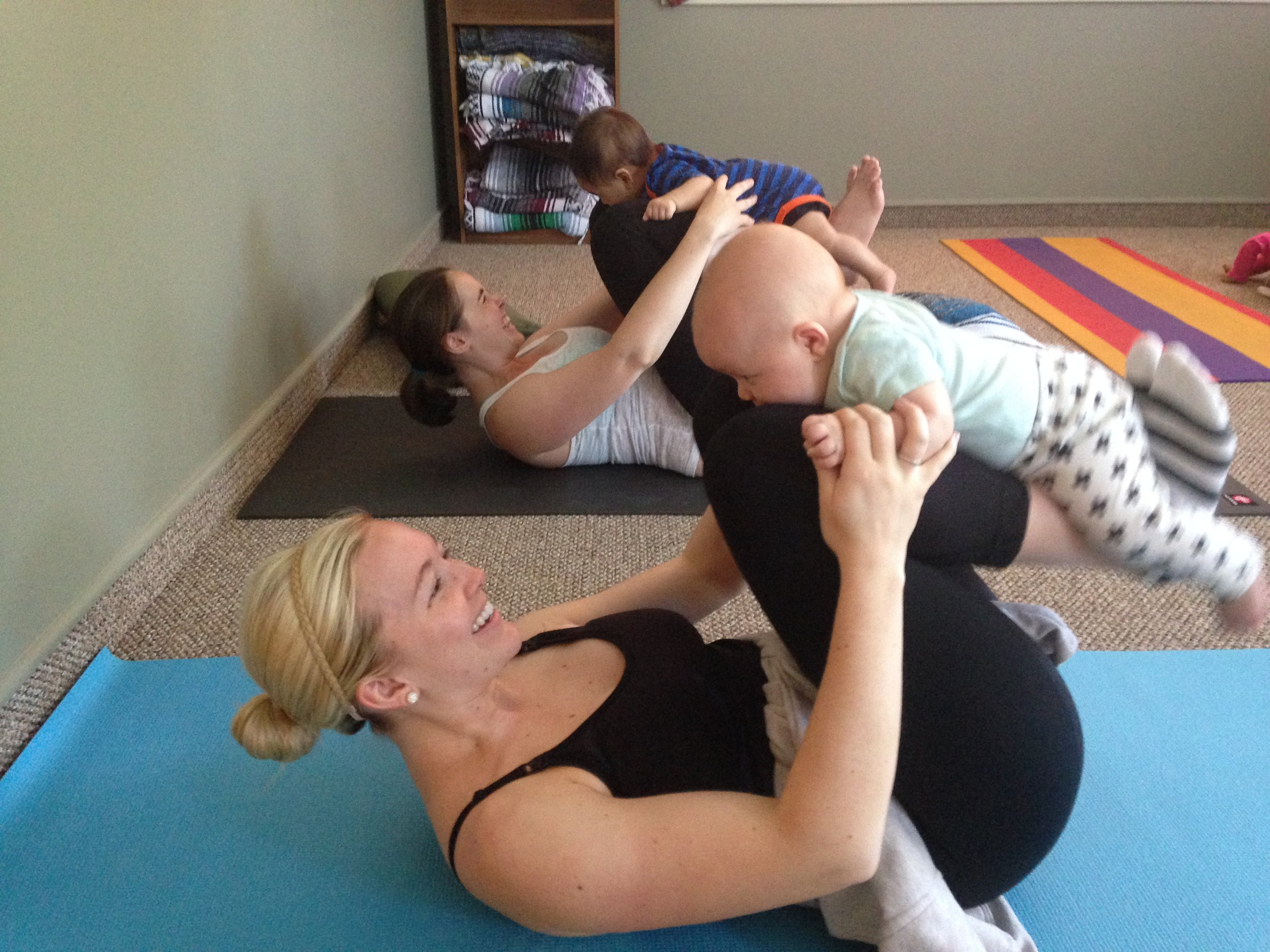 Yoga Baby & Mommy - 4 weeks to pre-crawling babies*with postnatal mom