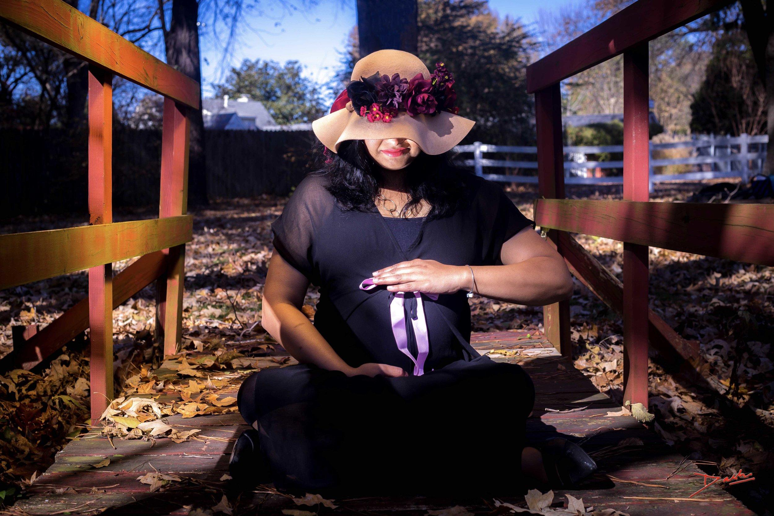 Creative Maternity pose Photo shoot Studio in Memphis Collierville TN.jpg