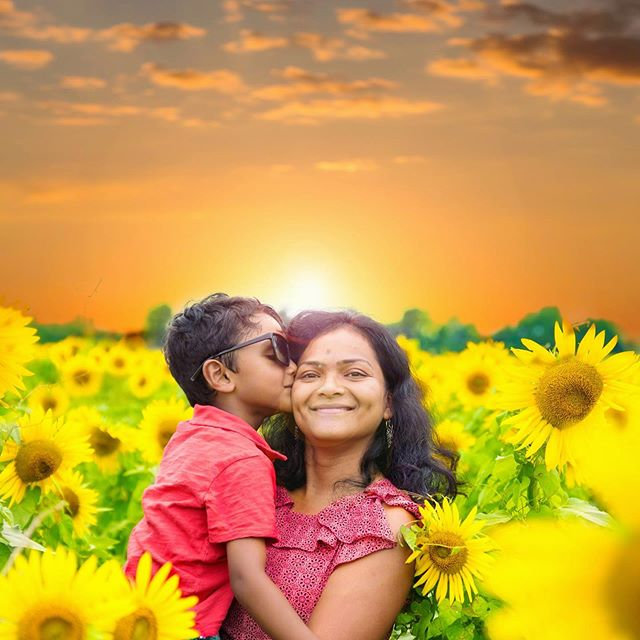 Cant wait for Sunflowers 2019!!! #shootmedash #photographerinmemphis #photographerincollierville #sunflowers #portraitphotography #mothersonlove #myfamily #familyiseverything #outdoorportrait #magmodcommunity #magmod #magmodsphere #agricentersunflowers