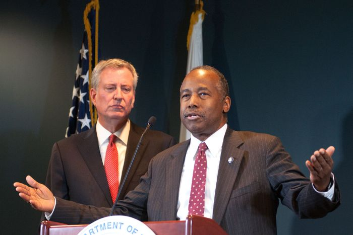 Housing Secretary Ben Carson announces a deal with Mayor Bill de Blasio to have a new federal monitor overseeing NYCHA, on Jan. 31, 2019. Photo: Ben Fractenberg/THE CITY