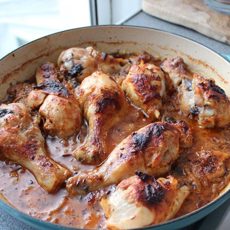 ONE POT CHICKEN LEGS IN A CARAMELIZED ONION AND YOGHURT SAUCE