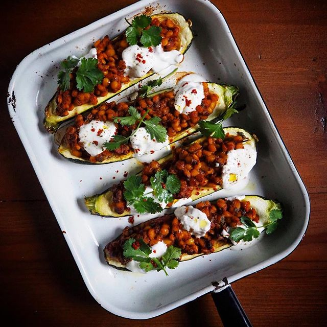 Throwback to when the fabulous @deanedwardschef made these beautiful courgettes stuffed with sour lentils and tamarind. A great vegetarian dish, wholesome nutritious and very easy to make! Recipe in Khazana for anyone interested #khazana #drsaliha #salihacooks #deanedwards #mastercheffamily