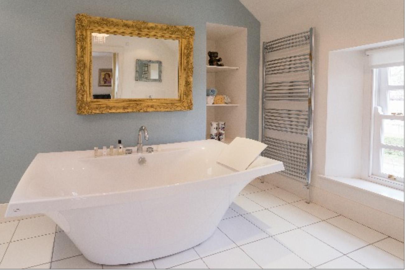 brochure-bathroomN1.jpg