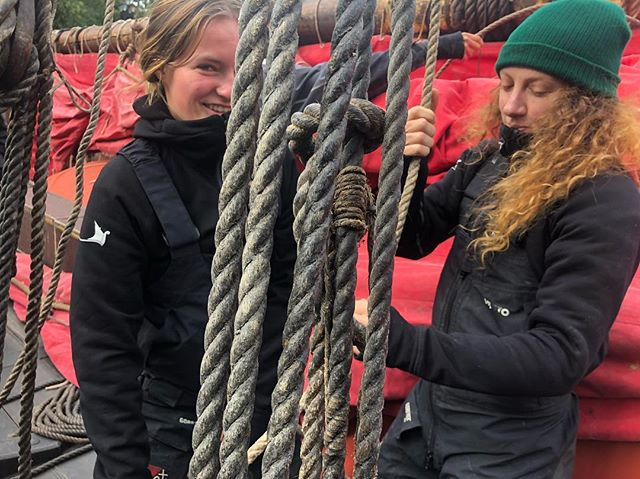 Amanda and Dominique getting readily to do a daysail in New York harbor, watch us live on Facebook at 11:30 am. #viking #vikingspirit #draken #norway #newyork