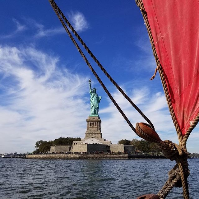 We've just docked in North Cove Marina, come down and see the greatest Vikingship ever to sail to New York (📷: @martyorfila ) #vikings #draken #newyork #statueofliberty #vikingspirit #sail #norway #scandinavian