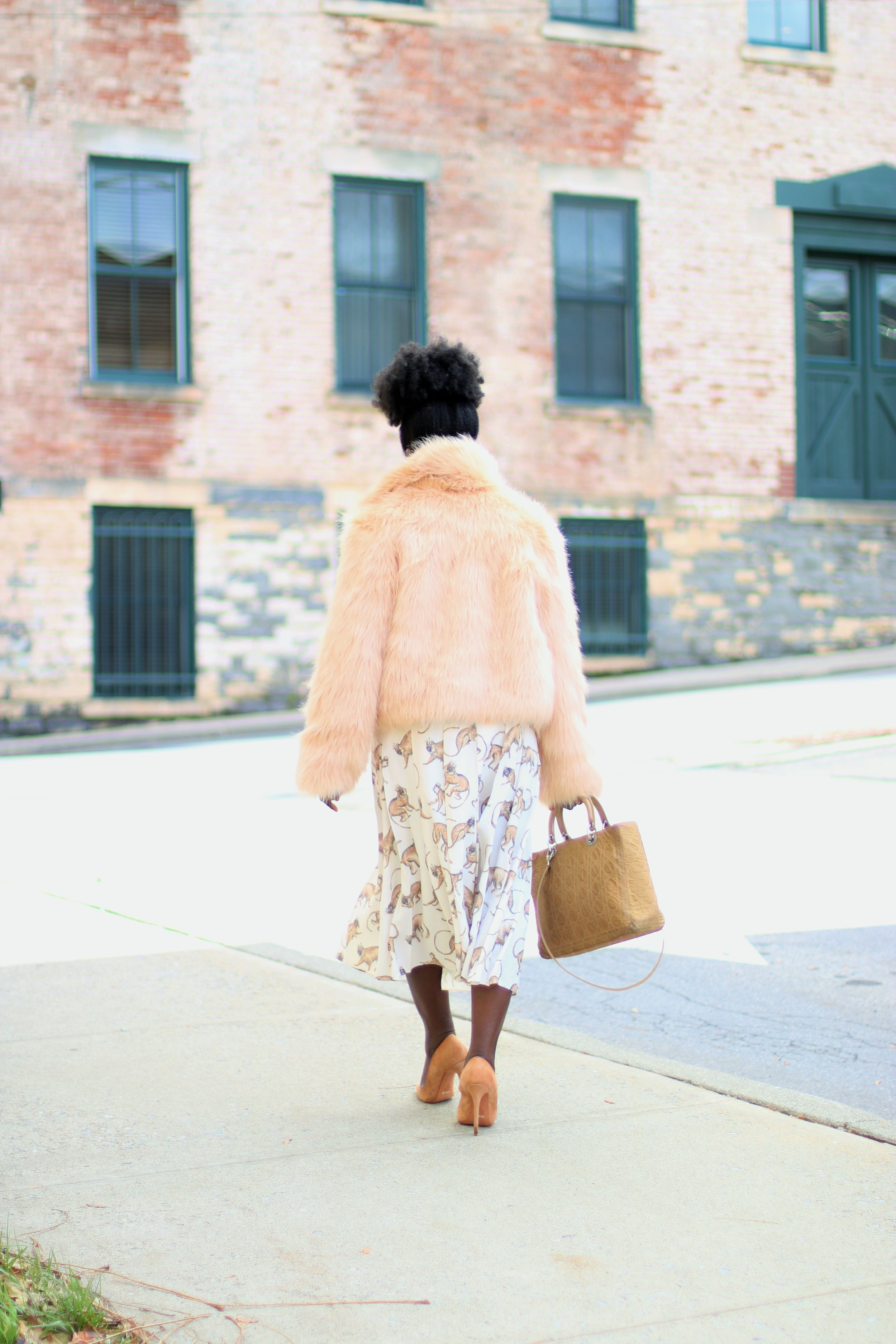 Printed-Midi-Skirt-Outfit-Ideas