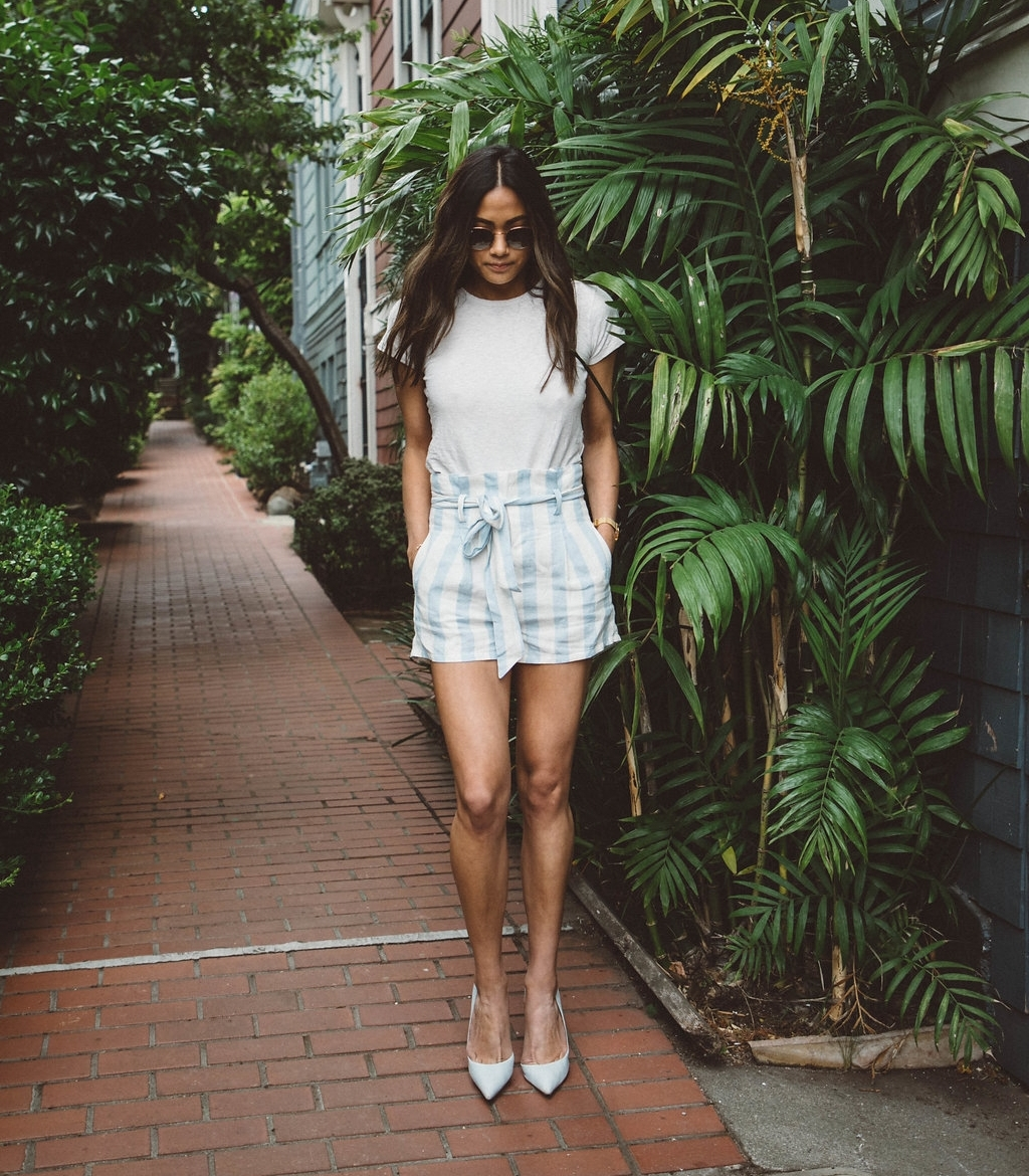 Madewell top ( similar top ) • Olivaceous shorts (via  Isalis ) • Schutz heels ( similar color ) / Photo: Julia O Test