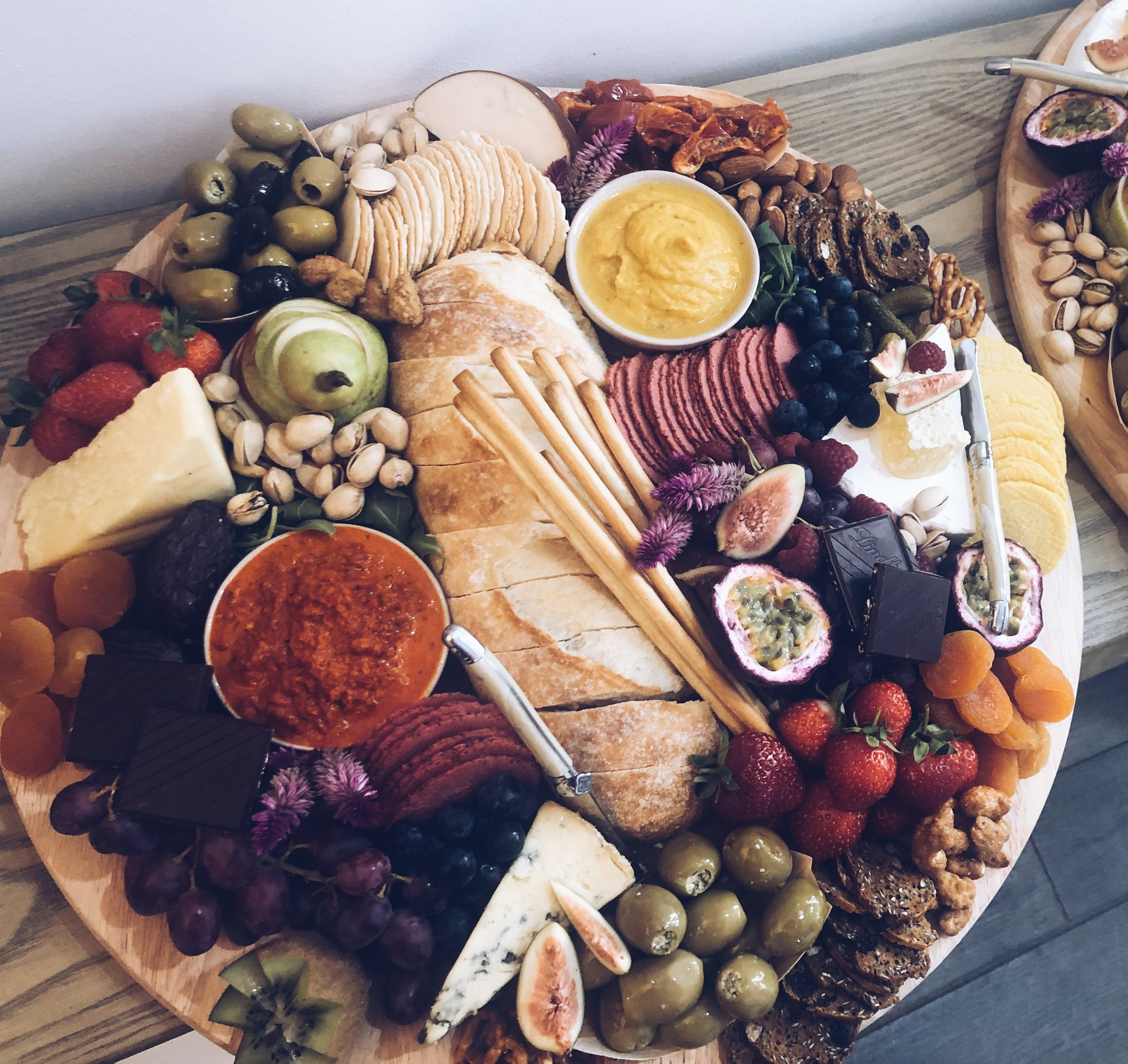 Single Scatter - Having girlfriends and freaking out your platter isn't going to be on point? Don't worry, we have you covered!$160 - perfect for approximately 6 - 8 peopleSet on a 400mm round board and styled with bowls and cheese knives. Comes with a serving pack of napkins.
