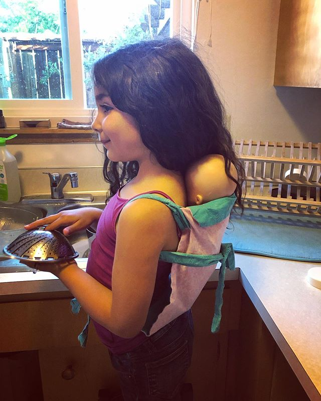 Little Mama wearing her baby on her back to do dishes just like I used to do with her 😭 . . . #cuteaf #babywearing #babieswearingbabies #raisingyogis #momthings #motherhood #holymotherhood #littlemoments
