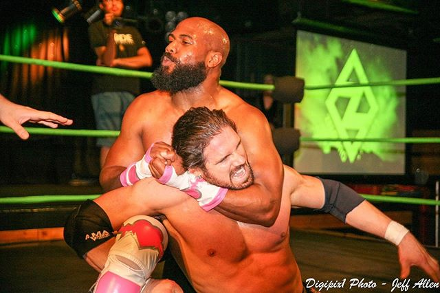 .#TBT Free Match of the Week: 2-years who @jesusbrycewalks took on @johnhennigan at @joesonweedst in Chicago! 🎥 YouTube.com/ZeloPro