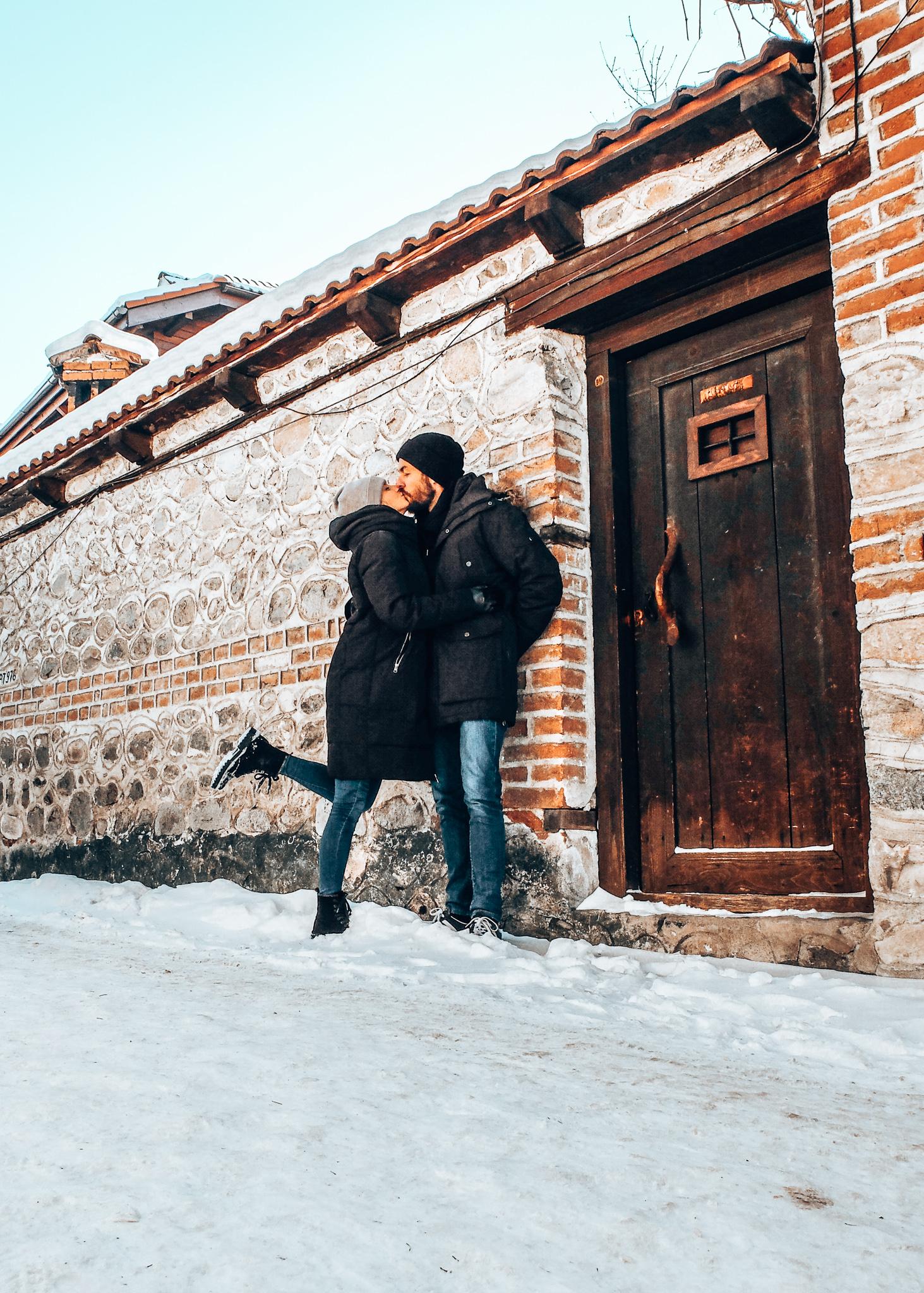 Bansko - kissing couple