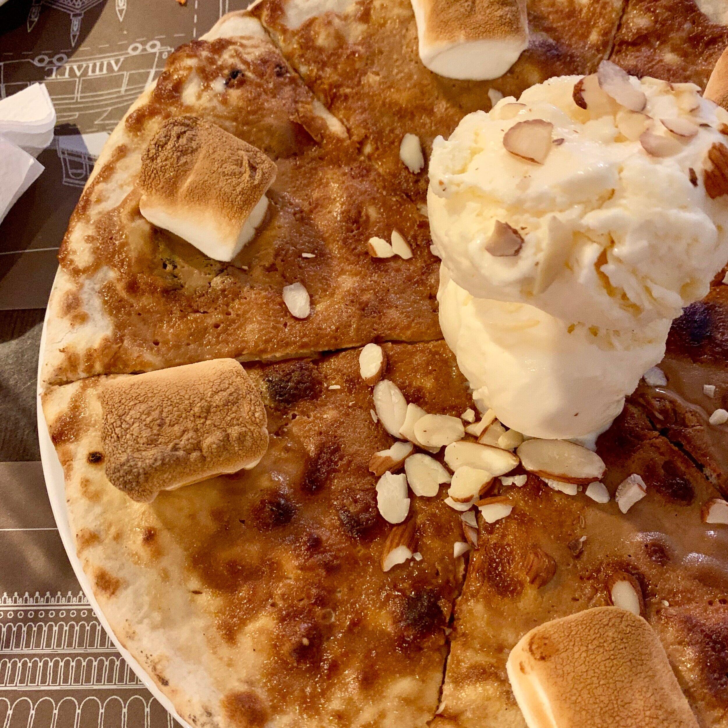 - Nobody tell my kids we got dessert pizza without them. Selemet!