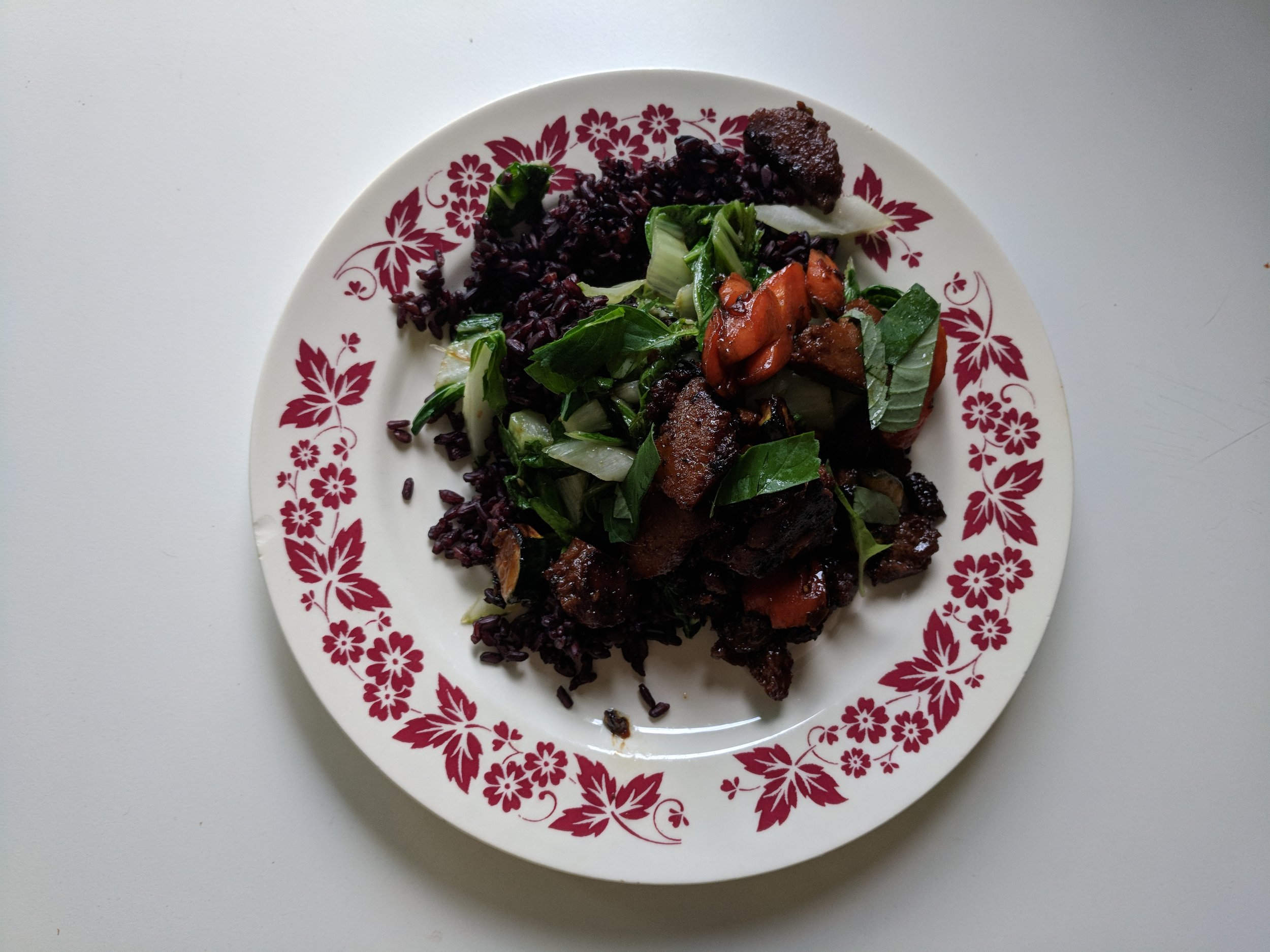 Ah, the not-so-photogenic power duo of night-time dining and black rice? : )
