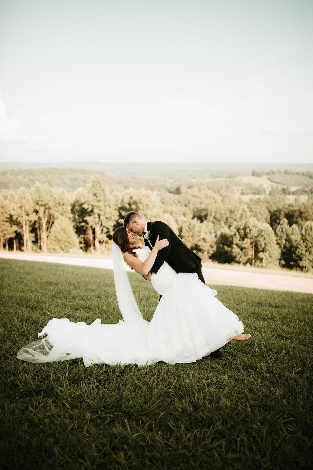 Lauren & Zach Engle - August 4, 2018Savanna Kaye Photography