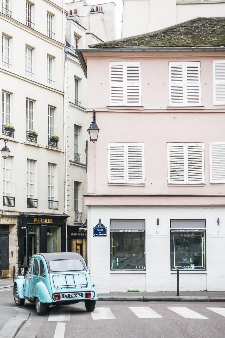 Azua Vintage Citroen in Saint Germain