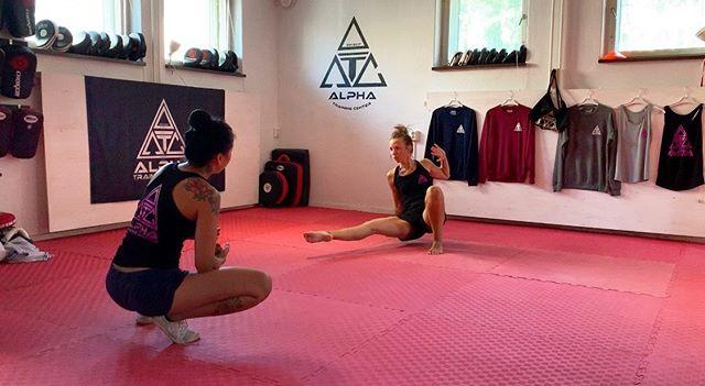 Summerflow.💭 ALPHA flow. . . #alphatrainingcenter #fightgym #femalegym #fighting #femalenartialart #muaythaigym #femalefighting #girlsquad #girlswhofight #femaleboxing #sweden