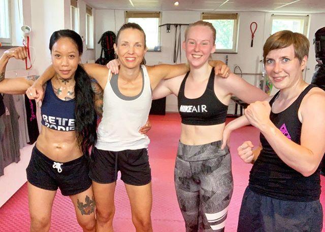 Träna med ALPHA i höst❗️ ... 📅Terminstart 19 augusti.🔥 Teckna medlemskap via länk i bio.👆🏾#teamalpha . . #alphatrainingcenter #fightgym #femalegym #fighting #femalenartialart #muaythaigym #femalefighting #girlsquad #girlswhofight #femaleboxing #sweden