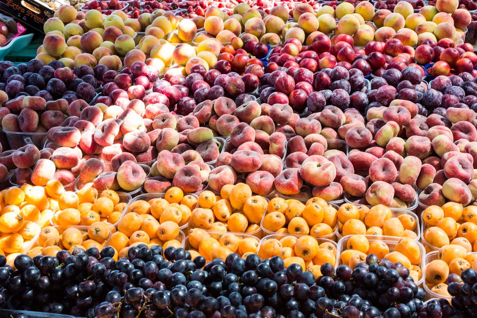 foodiesfeed.com_local-summer-fruit-market1 (Large).jpg