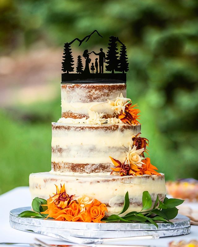 Here's a super cool cake (and topper) to start your weekend! 🤩🍰 . .  Cake Maker: @sugar_and_seeds @magski303  #coloradowedding #wedwestslope #grandjunctionweddings #iamgj #visitgrandjunction #westslopebestslope #coloradonationalmonument #gjco #gofruita #grandjunctionphotographer #grandjunctionwedding #coloradomountainwedding #winecountrywedding #coloradowinecountry #coloRADo #coloradoweddingphotographer #coloradowedding #coloradolive #coloradolandscapes #viewcolorado #colorfulcolorado #mountainwedding #desertwedding #sharegj #coloradolife #downtheaisleco #orchardwedding