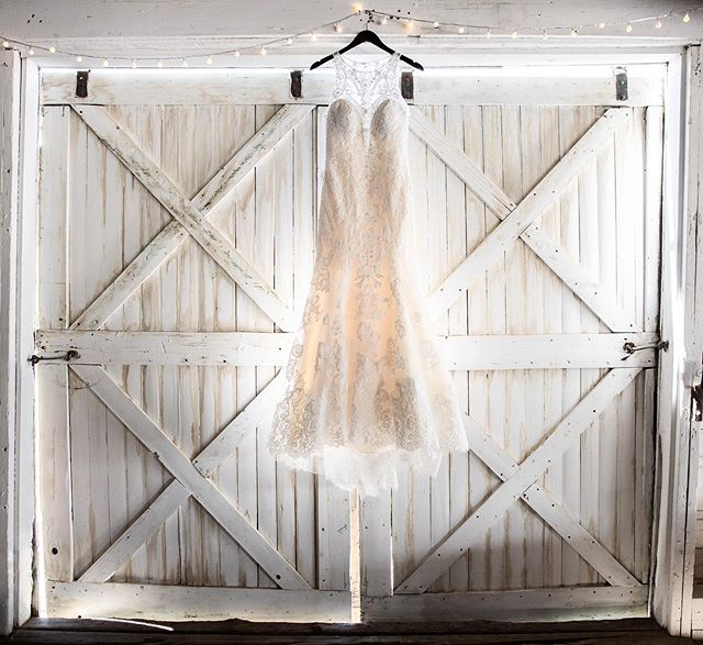 Can we just take a second to appreciate a gorgeous wedding dress hanging in a rustic barn?! 😍 👗: @annelisebridal .⠀⠀⠀⠀⠀⠀⠀⠀⠀ .⠀⠀⠀⠀⠀⠀⠀⠀⠀ .⠀⠀⠀⠀⠀⠀⠀⠀⠀ #isaidyes #coloradowedding  #coloradoweddings #rockymountainwedding #coloradomountainwedding #mountainwedding #coloradobride #coloradowinecountry #winecountrywedding #grandjunctionweddings  #palisadewedding  #coloradocouple #rockymountainbride #aspenwedding #vailwedding #coloradoengagement #durangowedding #westerncolorado #westslopebestslope #bridetobe #2020wedding #sharegj #engagedincolorado #iamgj #gjco #weddingdress #wedwestslope #downtheaisleco #barnwedding #rusticwedding