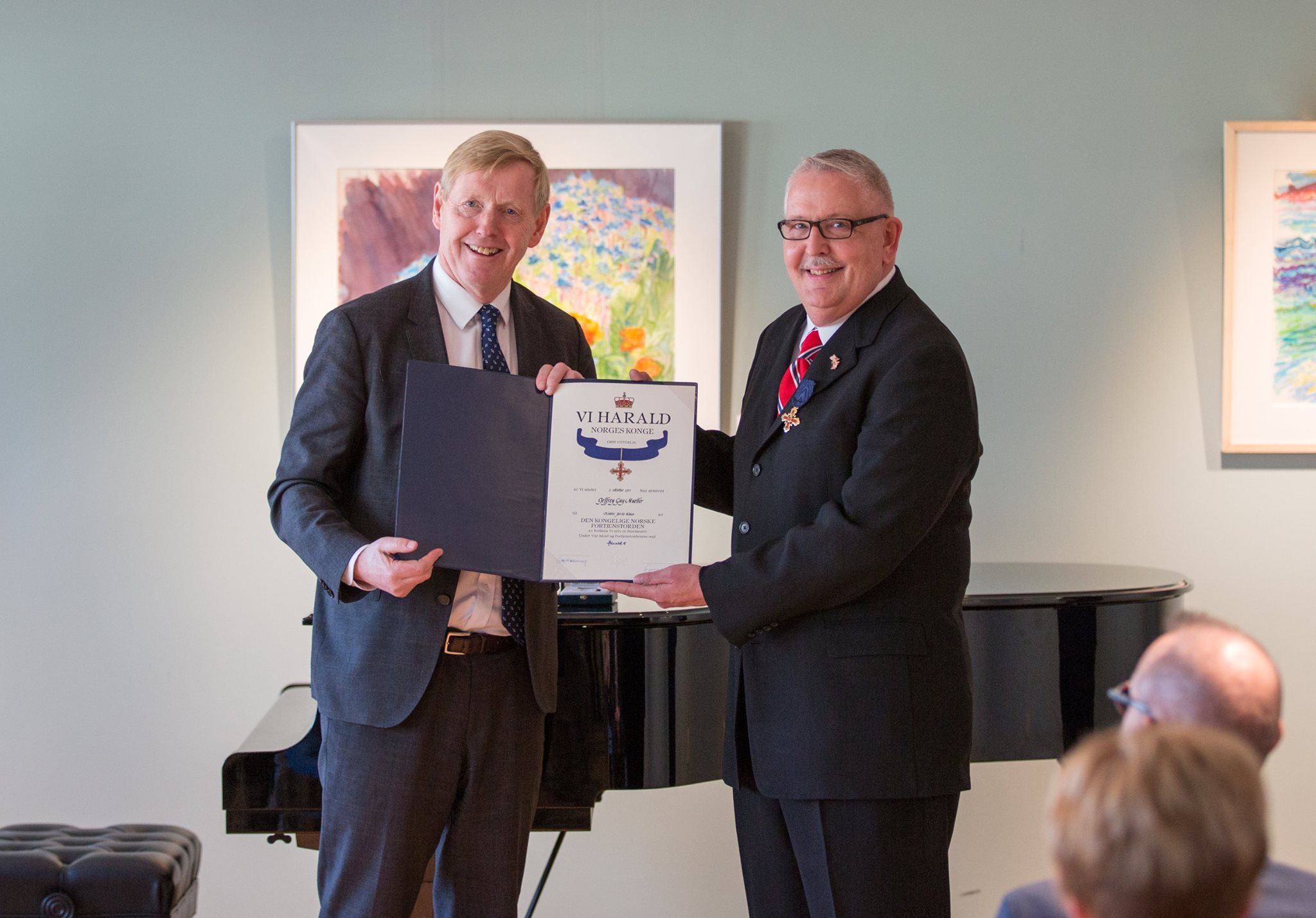 Jeff Mueller receives the certificate of his rank from Norwegian Ambassador to the United States, Kåre Aas.