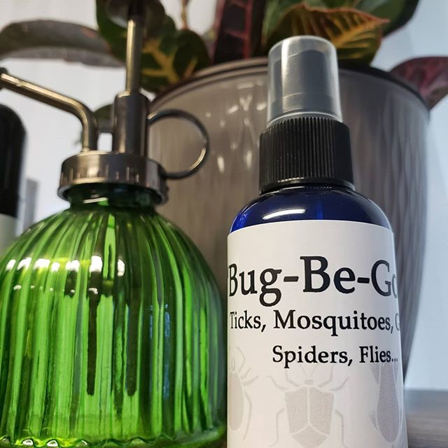 Want non toxic bug spray that covers ticks, spiders AND other pesky insects... PLUS it's safe for children age 1+ 👉🙌🏻🧡💚 I got you Mommas and Pappas wanting better options for your family!  Message to order or stop in the boutique... $13.95/2oz fine spray misting bottle
