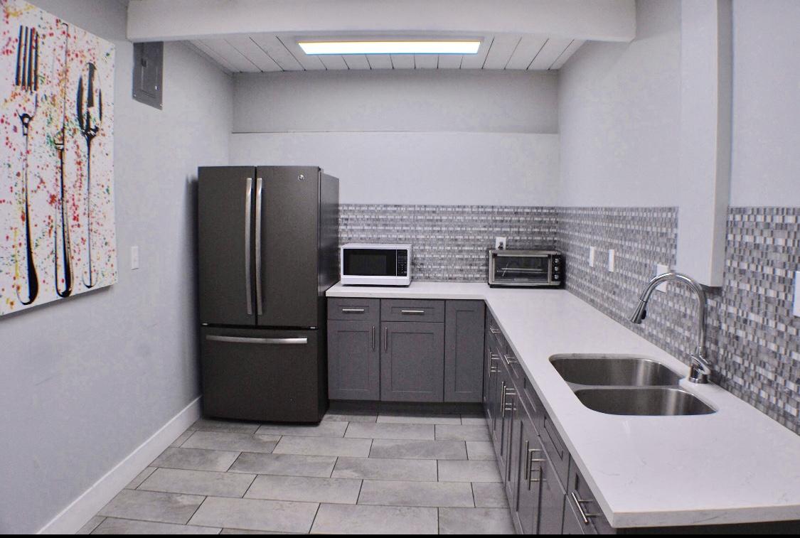 Kitchen  (Refrigerator, Toaster, Microwave, Sink)