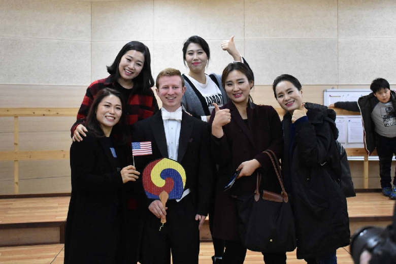 Quincy and others took the opportunity to take pictures with members of the Gunsan Civic Chorale