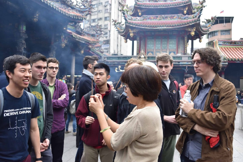 The tour guide shows us how to use the incense sticks