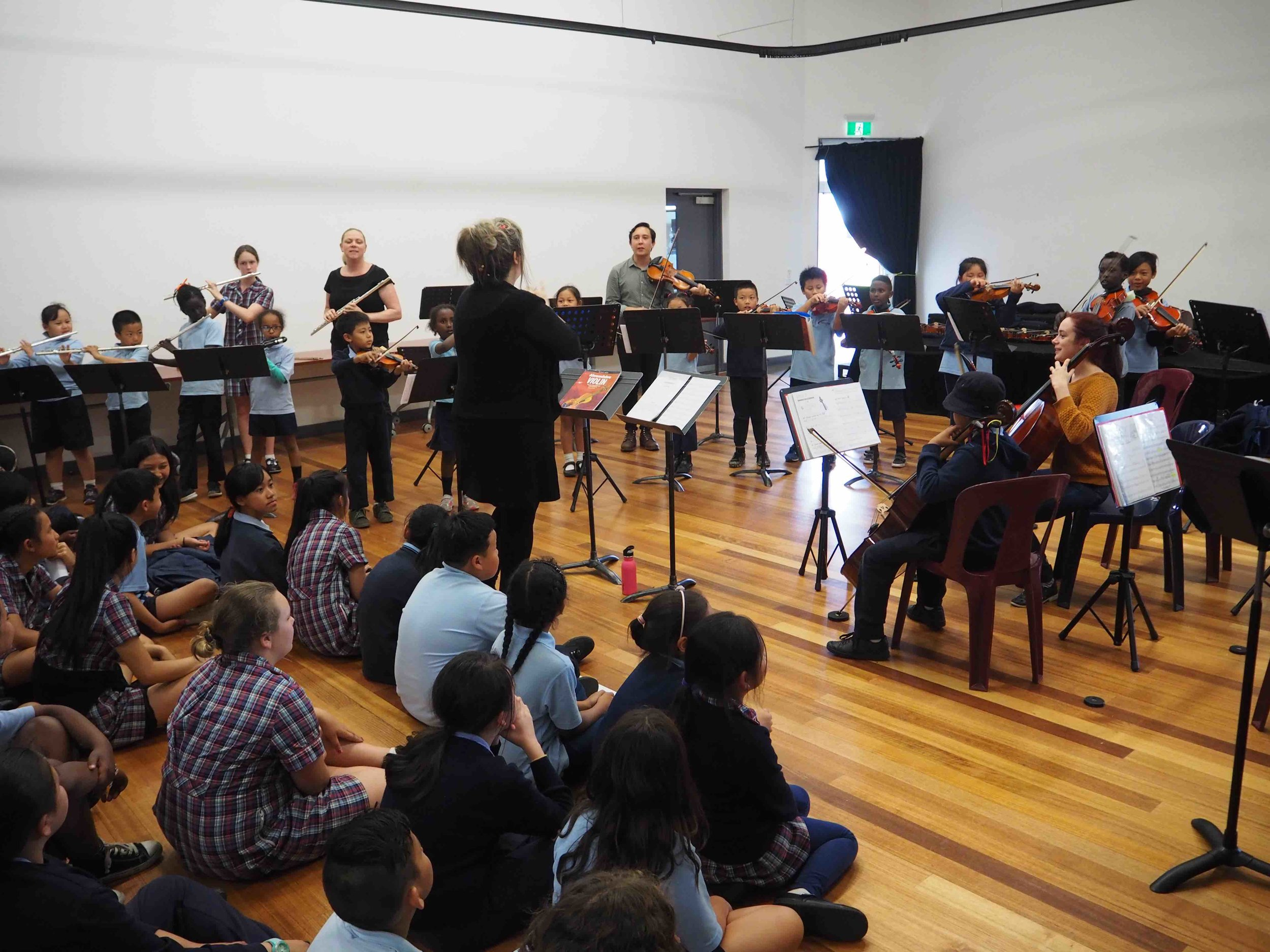 Rossini flutes, clarinets & strings all performing together.