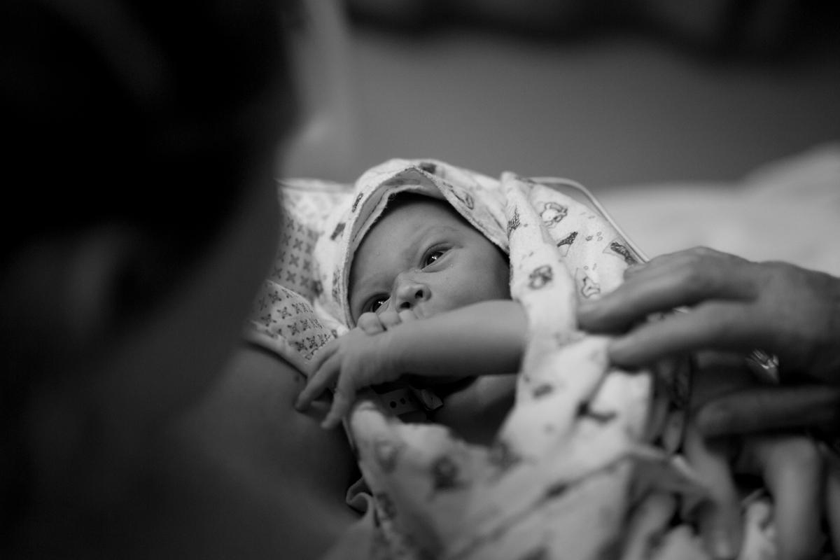 meeting mum - birth photography.jpg