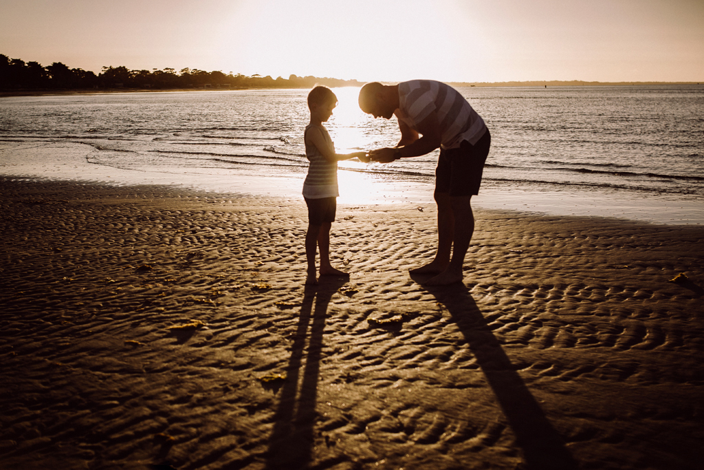 Family photographer on the Mornington Peninsula exploring sea creatures