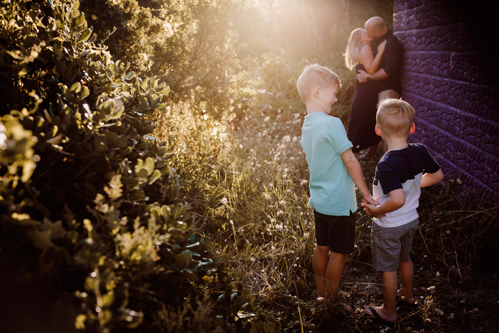family photography melbourne - rosebud - kiss (4).jpg