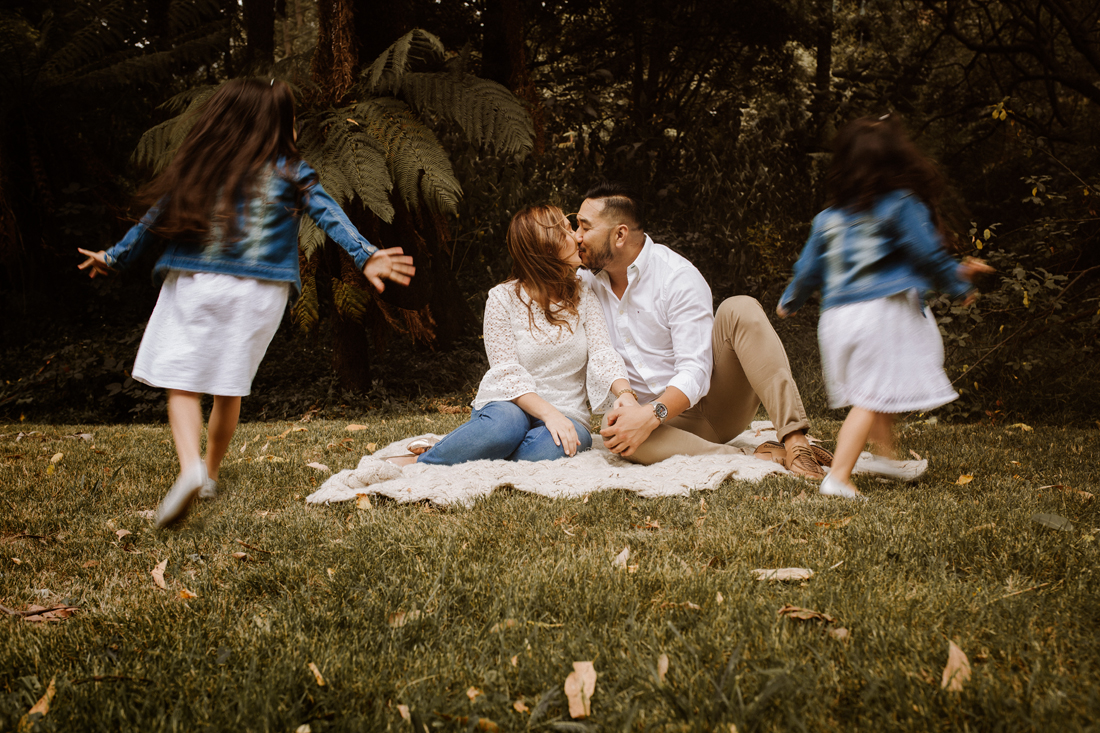 family photography dandenong ranges - parent kiss