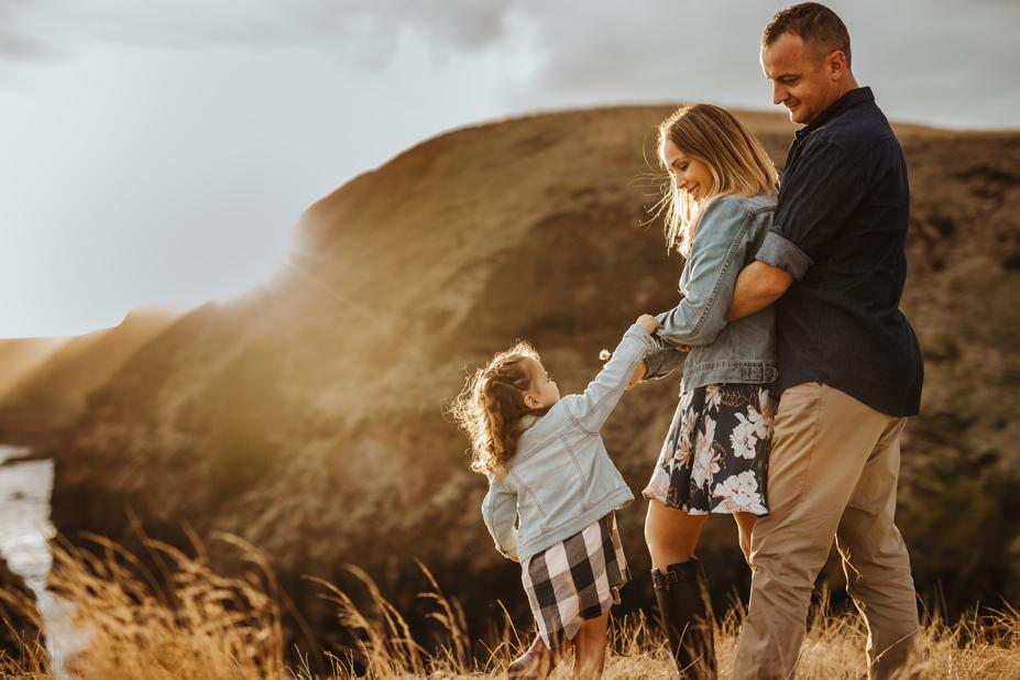 Mornington Peninsula Family photography - flinders cliffs - mum dad and daughter