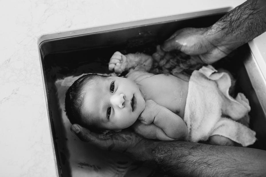 Berwick newborn lifestyle photography - bath with Dad - Port Melbourne(1).jpg