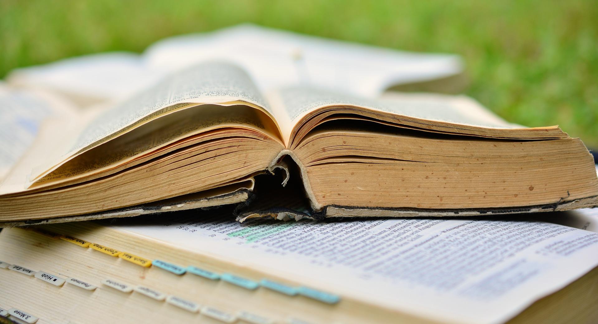 book-2484855_1920.jpg