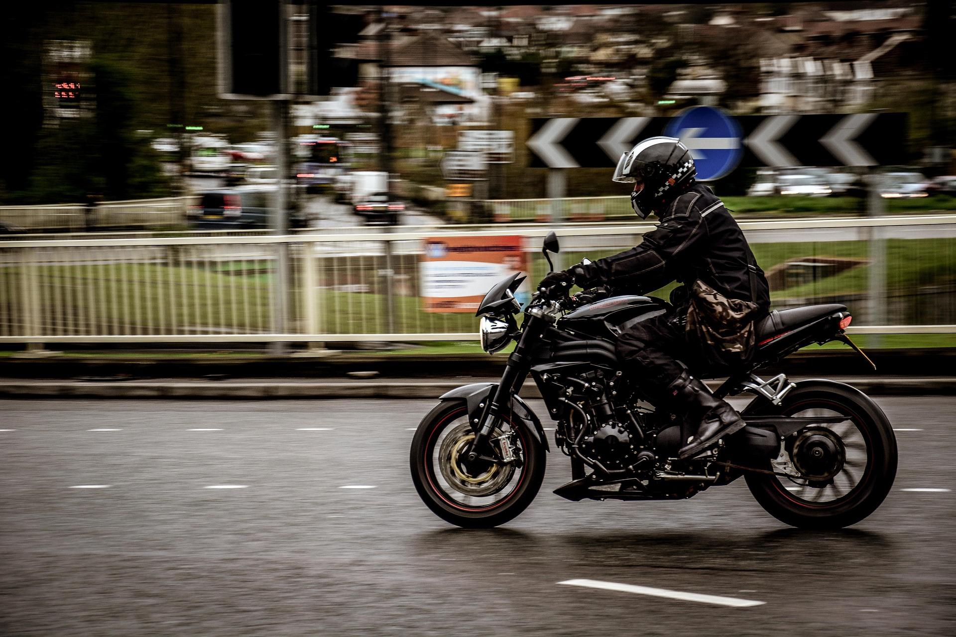 motorcycle-2268521_1920.jpg
