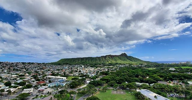 Diamond Head is looking good this time of the year. I hope everyone is having a great weekend so far! #trustmeimtheninja #diamondhead #waikiki #landscape