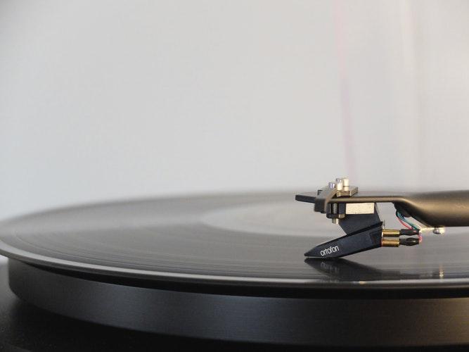 Mastering-Creates-a-Cohesive-Listening-Experience.jpeg