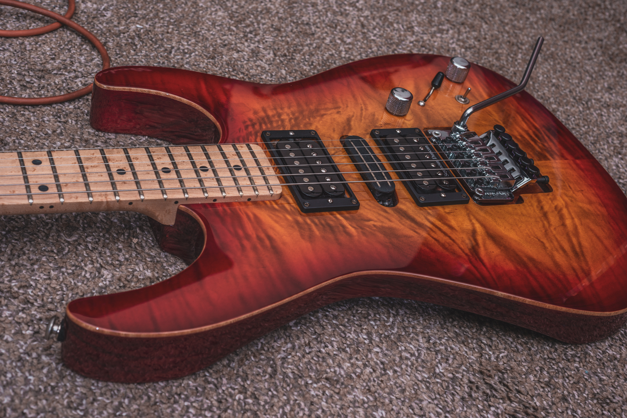 The body has natural edge binding around the maple top.