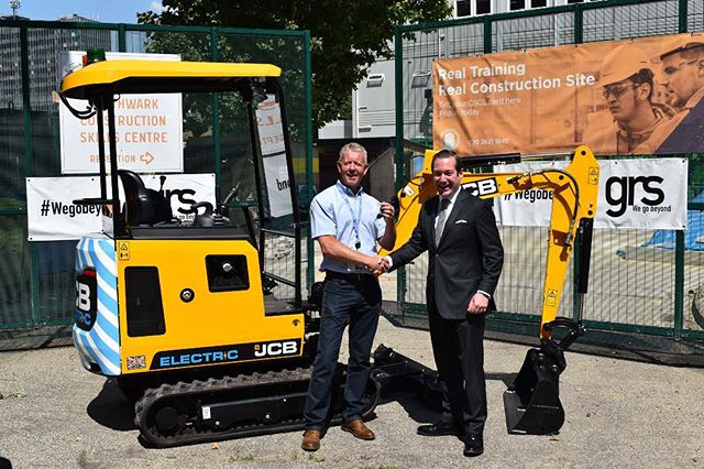 Yesterday we had JCB at the skills centre, presenting us with the worlds first Zero Emissions electric excavator! @jcbmachines