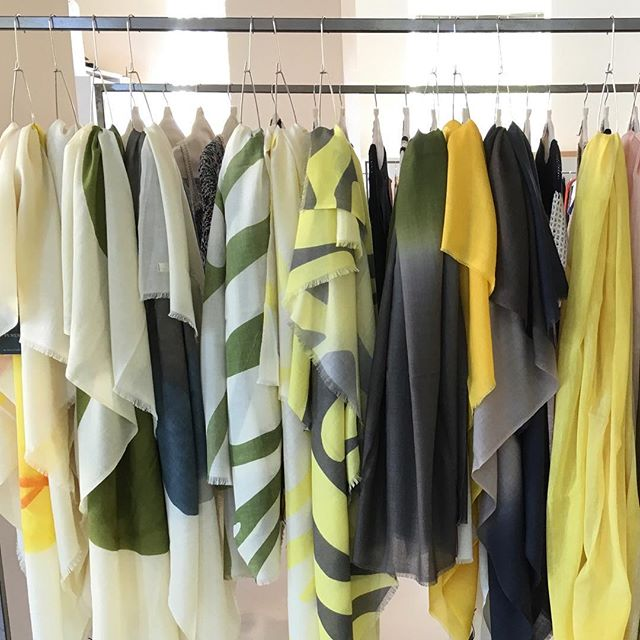 'La joie de vivre de l'été', some of PUREST latest creations dedicated to Summer 2018. Displayed in Milan at @pizzinishowroom_milano and in Zurich at @abkollektionen , for professional buyers. #PUREST #Cashmere #lifestyle #shawl #blanket #travel #ss18