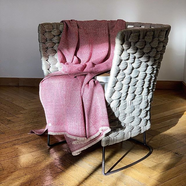 The latest addition to the PUREST Home Collection, our elegant and warm mixed kacquard blanket. As tradition, hand-loomed in our atelier in the Kathmandu Valley with the most precious cashmere from Mongolia. One of your best companion for a cosy and relaxing weekend!  #PURESTCashmere#cashmerescarf#cashmerescarves#cashmerelove#madeinitaly#swissbrand#luxurycashmere#cashmere#kaschmirschal #kaschmir